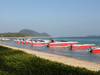 Take a speedboat from Rawai beach for the day