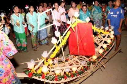 Chao Nam (Sea Gypsy) Setting Adrift Boats Ceremony
