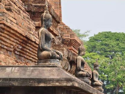 Sitting Buddha figures at base of pagoda