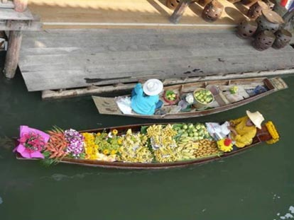 colourful shop boats in Phitsanulok