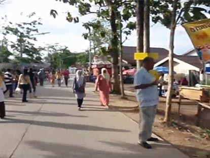 Hat Yai festival with people walking through market