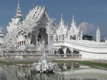 Front view of the White Temple (Wat Rong Khun) in Chaing Rai